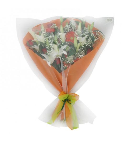 Ανθοδέσμη με οριεντάλ, ζέρμπερες και τριαντάφυλλα.