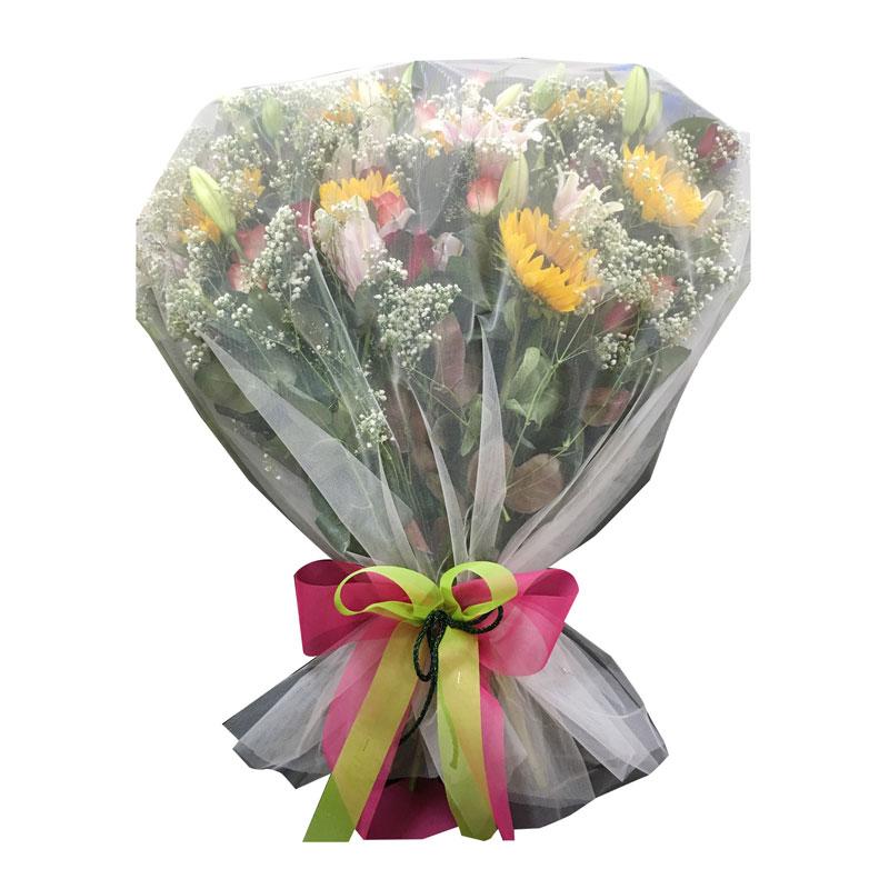 Ανθοδέσμη με ροζ οριεντάλ, ηλιοτρόπια και άσπρα-κόκκινα τριαντάφυλλα