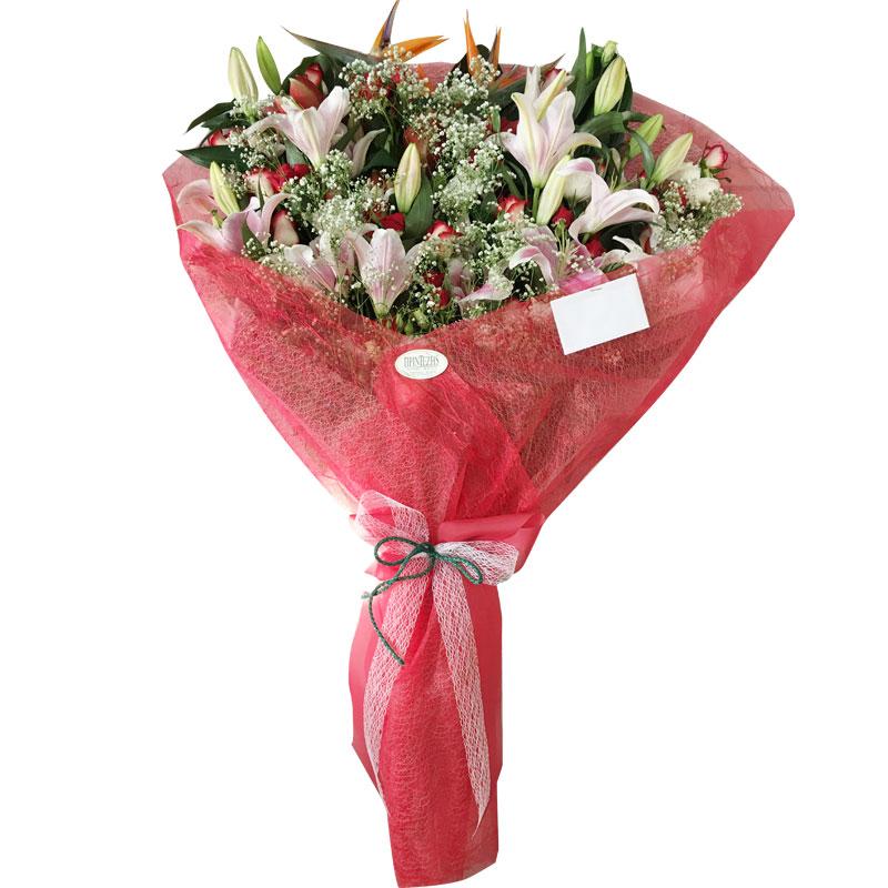 Ανθοδέσμη με οριεντάλ Μάρλον, λυσίανθους, τριαντάφυλλα, Αμαρυλλίς και στρελίτσιες